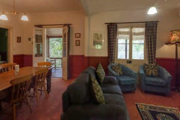 Capers Cottage Lounge Room