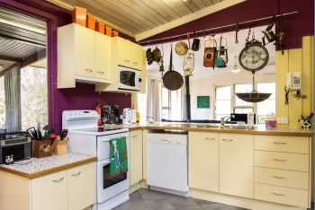 The kitchen at Dilly Dally at Wollombi - Wollombi - Hunter Valley