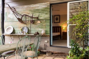 The garden off the Master bedroom at Dilly Dally enjoys a bushland vista down to the Wollombi Brook - Wollombi - Hunter Valley